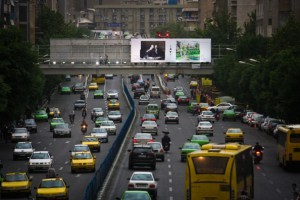 Papan iklan di jalan-jalan Tehran memamerikan karya seni artis lokal dan asing. Fotografer: Hamed Khorshidi / hamshahriphoto.ir