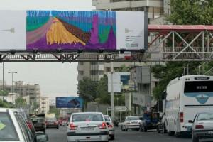 Winter Timber karya David Hockney di sebuah papan iklan di atas lalu lintas Tehran Fotografer: Farshad Abbasi / hamshahriphoto.ir