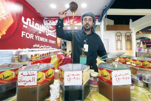 بائع عسل في الجناح االيمني  في القرية العالمية,دبي,أوكتوبر,12,2013,تصوير عماد علاء الدين