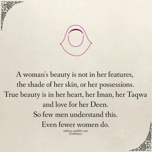 Wanita dan Perhiasan Emas