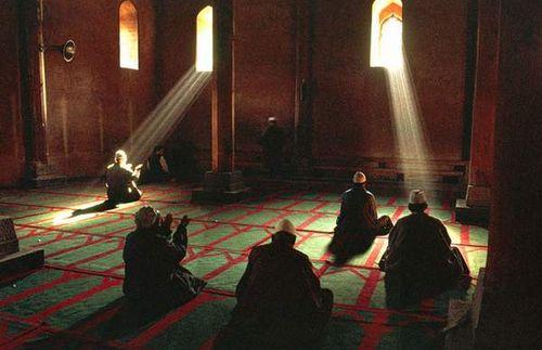 kisah pemuda, masjid dan kafe