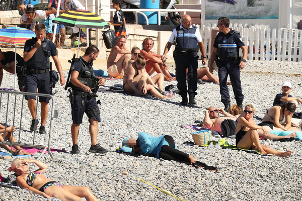 Exclusive... 52154043 Police fine the first person for wearing a burkini on the Promenade des Anglais beach in Nice, France on August 23, 2016. The cops made the woman remove her clothing in front of fellow beach goers following the recent burkini ban. **NO USE W/O PRIOR AGREEMENT - CALL FOR PRICING** FameFlynet, Inc - Beverly Hills, CA, USA - +1 (310) 505-9876 RESTRICTIONS APPLY: USA ONLY