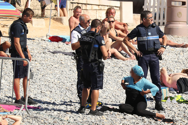 Exclusive... 52154061 Police fine the first person for wearing a burkini on the Promenade des Anglais beach in Nice, France on August 23, 2016. The cops made the woman remove her clothing in front of fellow beach goers following the recent burkini ban. **NO USE W/O PRIOR AGREEMENT - CALL FOR PRICING** FameFlynet, Inc - Beverly Hills, CA, USA - +1 (310) 505-9876 RESTRICTIONS APPLY: USA ONLY