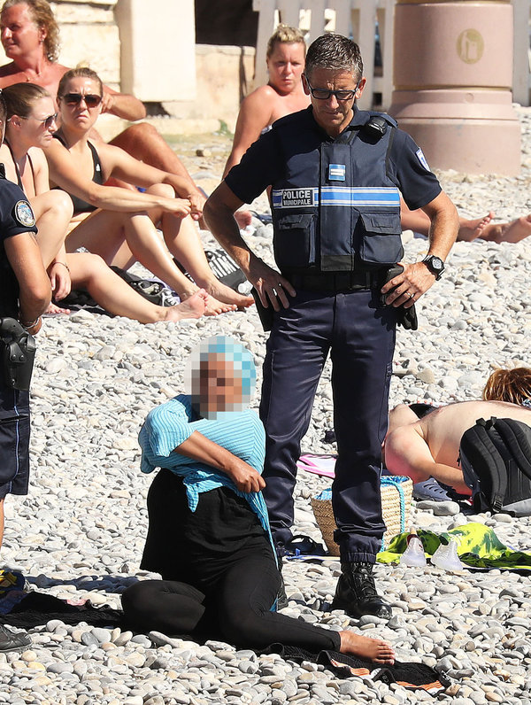 Exclusive... 52154066 Police fine the first person for wearing a burkini on the Promenade des Anglais beach in Nice, France on August 23, 2016. The cops made the woman remove her clothing in front of fellow beach goers following the recent burkini ban. **NO USE W/O PRIOR AGREEMENT - CALL FOR PRICING** FameFlynet, Inc - Beverly Hills, CA, USA - +1 (310) 505-9876 RESTRICTIONS APPLY: USA ONLY