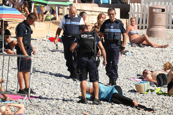 Exclusive... 52154054 Police fine the first person for wearing a burkini on the Promenade des Anglais beach in Nice, France on August 23, 2016. The cops made the woman remove her clothing in front of fellow beach goers following the recent burkini ban. **NO USE W/O PRIOR AGREEMENT - CALL FOR PRICING** FameFlynet, Inc - Beverly Hills, CA, USA - +1 (310) 505-9876 RESTRICTIONS APPLY: USA ONLY