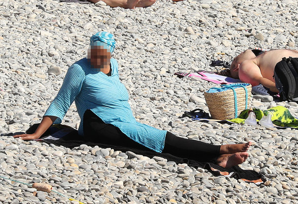 Exclusive... 52154045 Police fine the first person for wearing a burkini on the Promenade des Anglais beach in Nice, France on August 23, 2016. The cops made the woman remove her clothing in front of fellow beach goers following the recent burkini ban. **NO USE W/O PRIOR AGREEMENT - CALL FOR PRICING** FameFlynet, Inc - Beverly Hills, CA, USA - +1 (310) 505-9876 RESTRICTIONS APPLY: USA ONLY