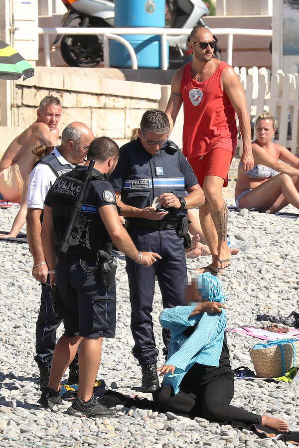 Exclusive... 52154082 Police fine the first person for wearing a burkini on the Promenade des Anglais beach in Nice, France on August 23, 2016. The cops made the woman remove her clothing in front of fellow beach goers following the recent burkini ban. **NO USE W/O PRIOR AGREEMENT - CALL FOR PRICING** FameFlynet, Inc - Beverly Hills, CA, USA - +1 (310) 505-9876 RESTRICTIONS APPLY: USA ONLY