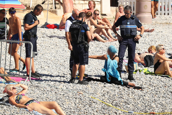 Exclusive... 52154072 Police fine the first person for wearing a burkini on the Promenade des Anglais beach in Nice, France on August 23, 2016. The cops made the woman remove her clothing in front of fellow beach goers following the recent burkini ban. **NO USE W/O PRIOR AGREEMENT - CALL FOR PRICING** FameFlynet, Inc - Beverly Hills, CA, USA - +1 (310) 505-9876 RESTRICTIONS APPLY: USA ONLY