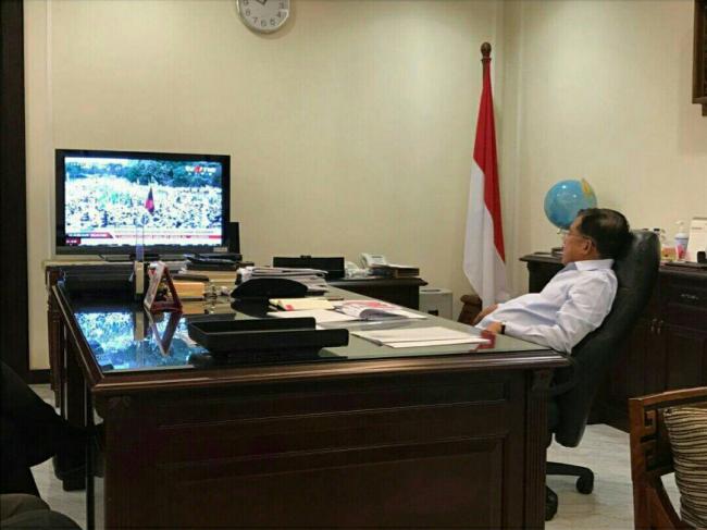 bersama-sejumlah-pejabat-tinggi-negara-jk-pantau-demo-4-november-lewat-tv