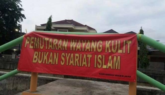 588488578349f-spanduk-wayng-kuli_663_382