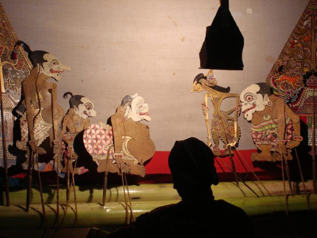 monolog-story-teller-alias-dalang-wayang-kulit-the-javanesse-puppets-show