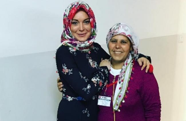 Dalami Islam dan Kerap Berhijab, Lindsay Lohan Alami Perlakuan Tak Menyenangkan