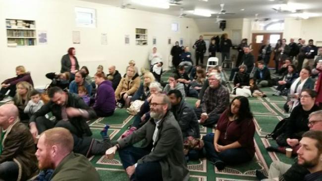 Ikuti Visit My Mosque Day, Tangis Warga Inggris ini Pecah Tak Terkendali