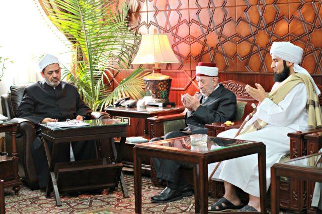 Syaikh Ahmad Thayyid al-Azhar bersama Syaikh al-Buthi Damaskus dan Habib Ali al-Jufri Yaman