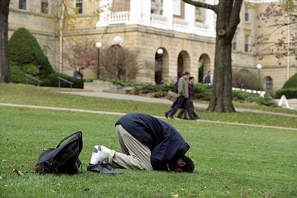 Muslim student Ayman Kotob practicing Islamic prayer outside on Bascom Hill during autumn. ©UW-Madison University Communications 608/262-0067 Photo by: Jeff Miller Date: 10/01 File#: 0110-240c-11a