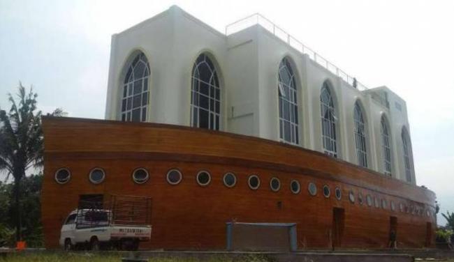 Heboh Masjid Bahtera Nuh 'Terdampar' di Tengah Hutan Semarang