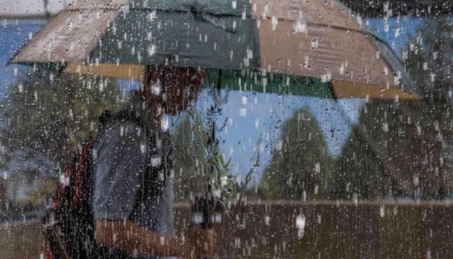 Subhanallah! Hari ini Hujan Es Guyur Jakarta