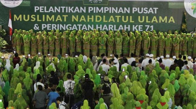 Tradisi Baru, Gema Shalawat Iringi Pelantikan PP Muslimat NU