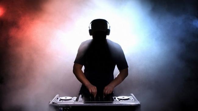 Nekad Gubah Azan Jadi Remix Dugem, Kelab Malam ini Langsung Ditutup