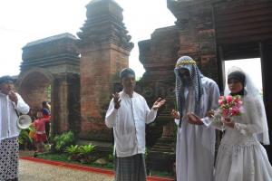 Tradisi Nganten Mubeng 3