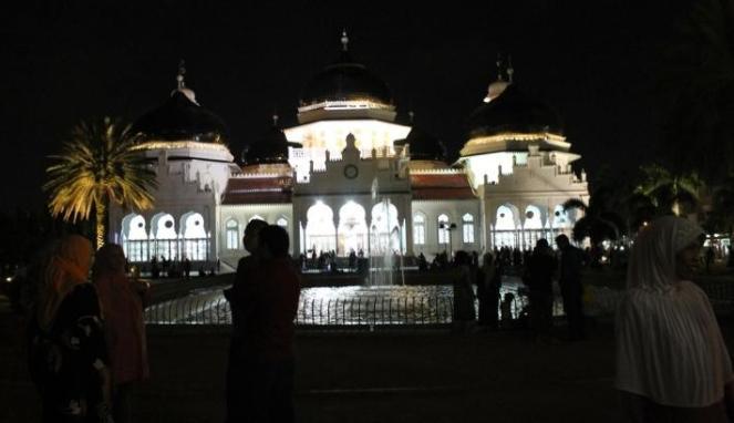 299323_masjid-raya-baiturrahman--banda-aceh--saat-malam-hari-_663_382