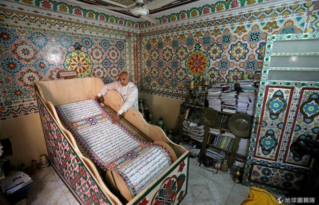 Inilah Al-Qur'an Tulis Tangan Terbesar Dunia Karya Seniman Mesir