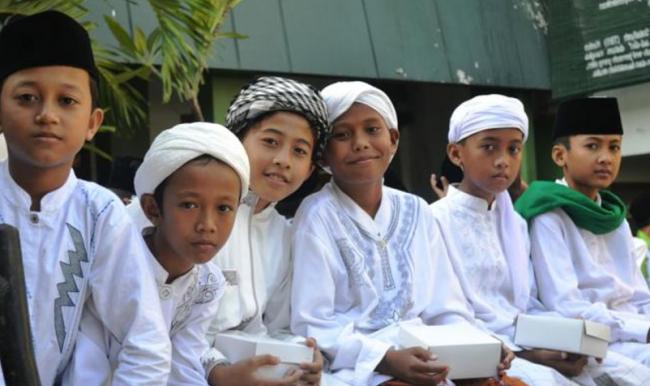 Kepada Sesepuh Desa, Santri di Pesantren ini Belajar Budi Pekerti