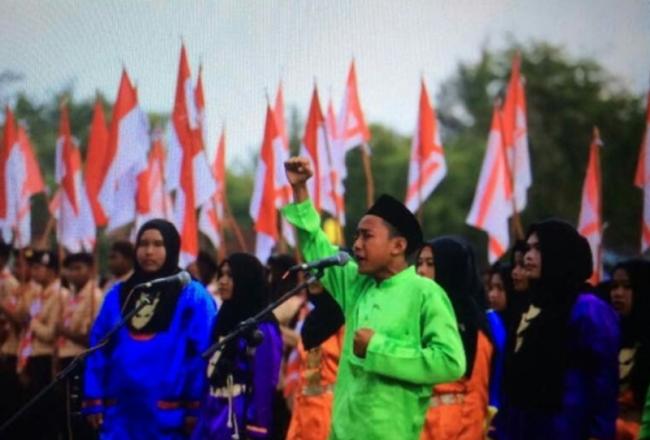 Pramuka Madrasah Catat Rekor MURI 'Melansir Talibun oleh Pramuka Terbanyak'