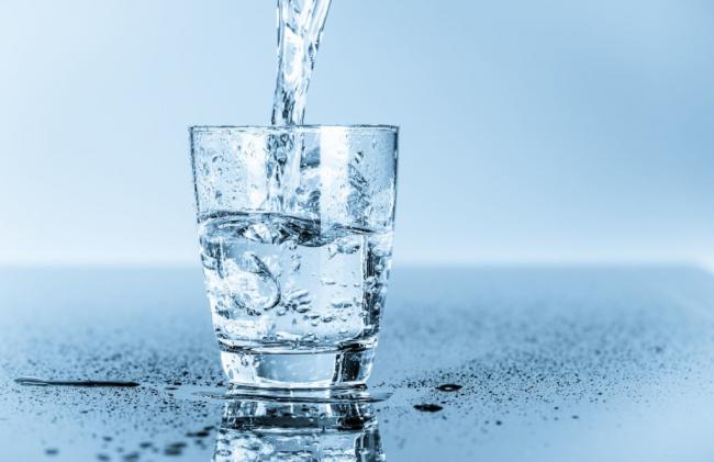 Bahaya Sahur dengan Minum Air Putih Saja