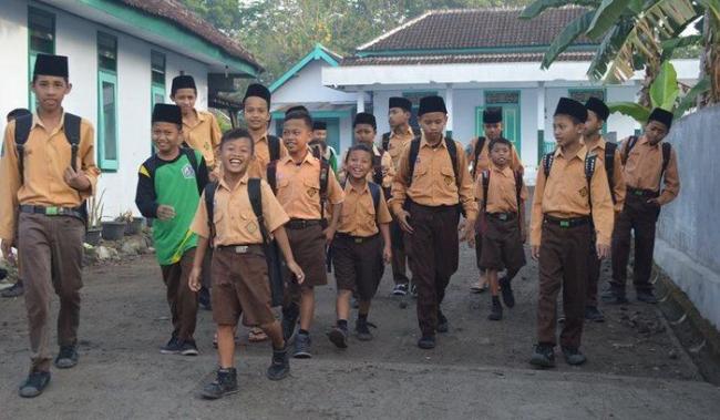 Dampak Kebijakan Full Day School Mulai Terasa ke Pesantren