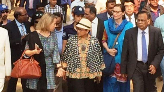 menlu-ri-retno-marsudi-di-bangladesh_20161220_185357