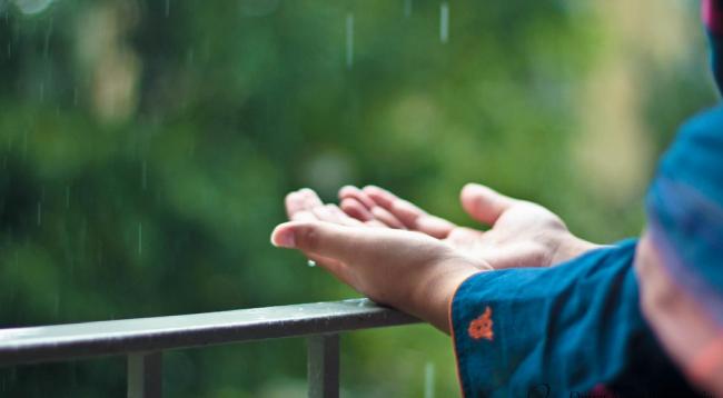 HIKMAH – Dan Apabila Aku Sakit Maka Allah yang Menyembuhkan Aku