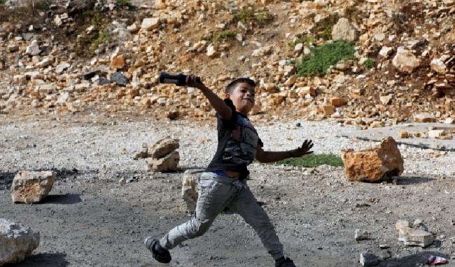 Potret Keberanian Anak Palestina Lawan Tentara Zionis Israel 1