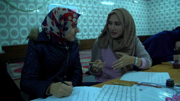 Kelas Kaligrafi Khusus Wanita di Maroko. Photo: Irfan Padli/TRANS7