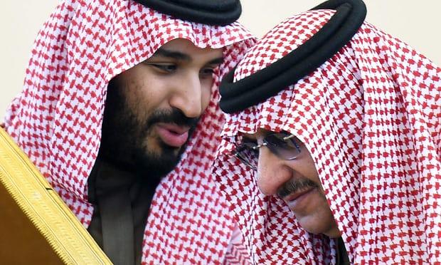 Muhammad bin Salman bersama Muhammad bin Nayef pada Gulf Cooperation Council Summit ke-36 di Riyadh. Photo: Fayez Nureldine/AFP/Getty