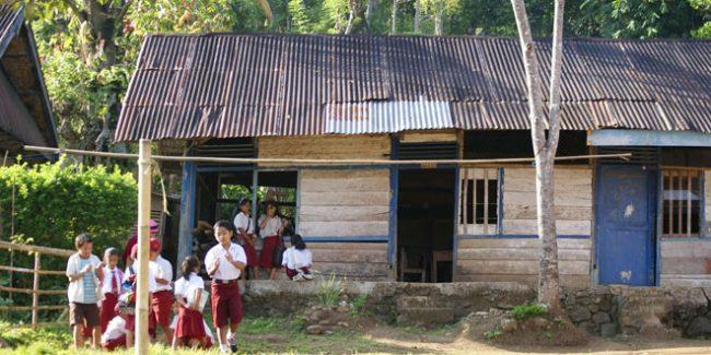 201701055335_Pendidikan-Desa-Pedalaman-di-Daerah-Perbatasan-Kekurangan-Guru