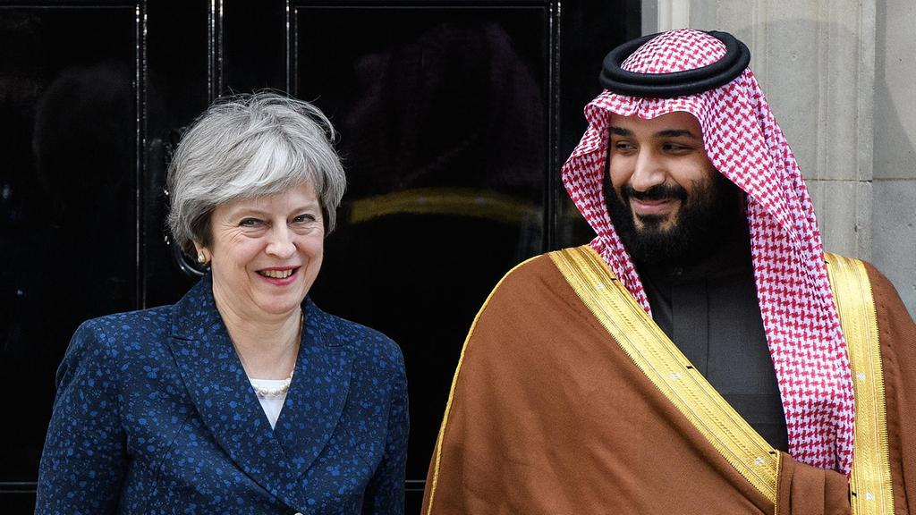 Perdana Menteri Inggris Theresa May bertemu dengan Putra Mahkota Arab Saudi Muhammad bin Salman di London (7/3/2018). Photo: Leon Neal/Getty Images