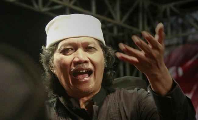 Politik Indonesia Tak Jelas, Cak Nun Aku Tak Gawe Lapangan Dewe Sing Bener Wae