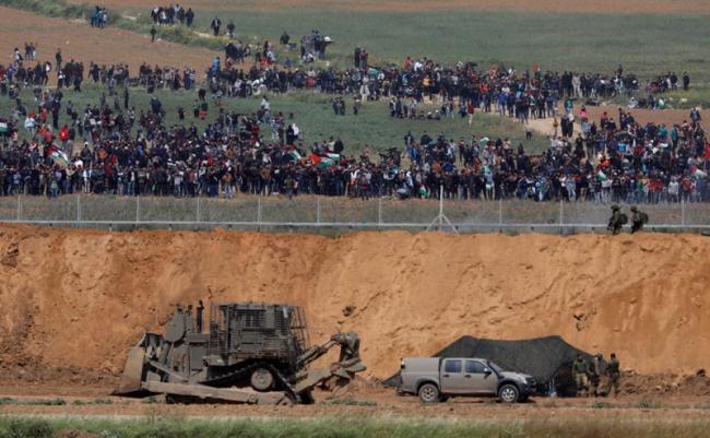 Sniper Israel Tembaki Demonstran, Belasan Tewas Ribuan Terluka