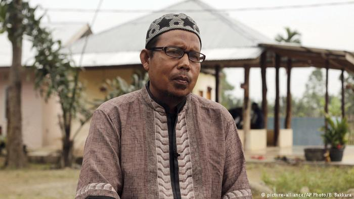Khairul Ghazali alias Abu Ahmad Yasin, sosok pendiri Pesantren Al Hikmah. Sumber poto: dw.com