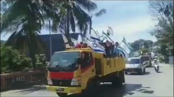 Screen Shoot warga Papua yang berkonvoi sambil mengibarkan bendera Israel.