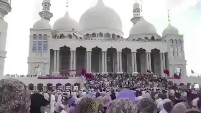 Ribuan Muslim Hui Protes Rencana Otoritas China Robohkan Masjid
