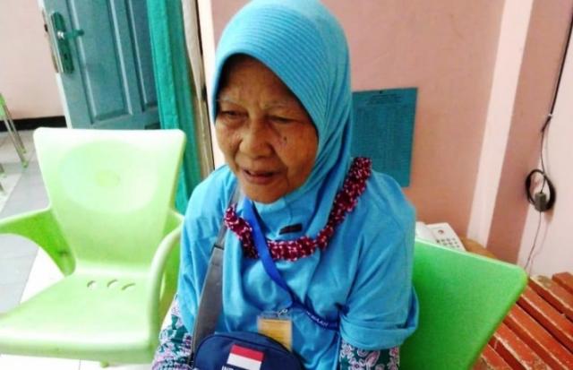 Tekun Nabung di Bawah Kasur, Nenek Penjual Nasi Aking Ini Akhirnya Naik Haji