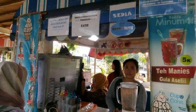 Warung Pojok Kang Idiw, Makan-Minum Gratis Bayar Doa