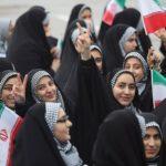 Kolom Dina Sulaeman: Apakah Kewajiban Berhijab Memundurkan Perempuan?