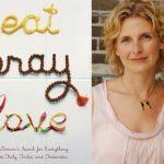 Penulis Buku Eat, Pray, Love Memberikan Kesaksiannya Tentang Islam di Indonesia